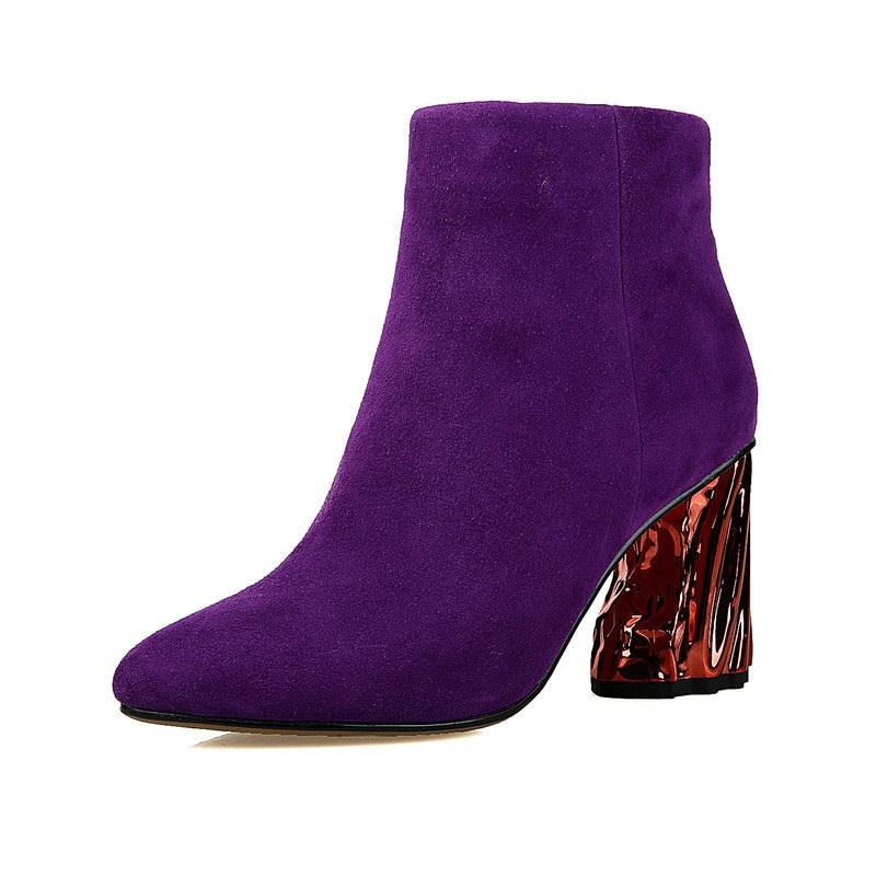 25 de tinute superbe de culoare violet!