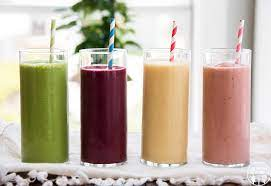 3 smoothie-uri sanatoase pe care sa le consumi pentru a avea o piele stralucitoare
